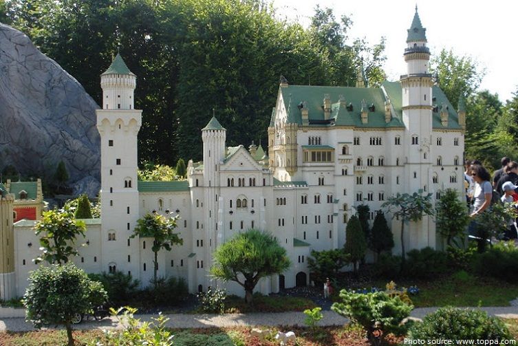 neuschwanstein castle lego replica