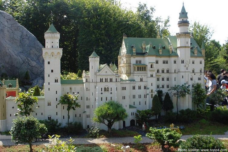 neuschwanstein castle lego replica
