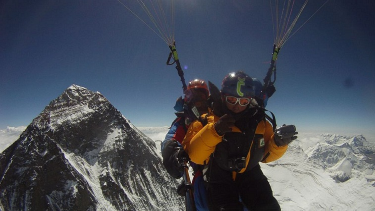 paragliding from everests peak