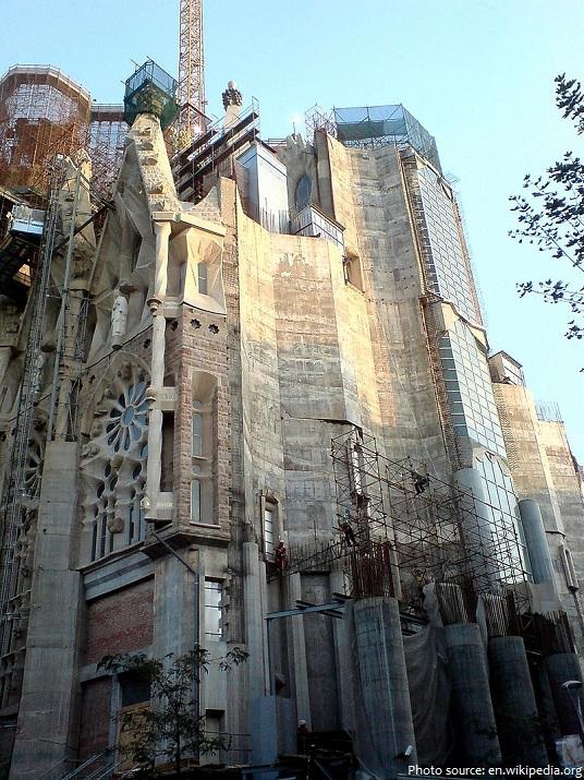 sagrada familia glory facade