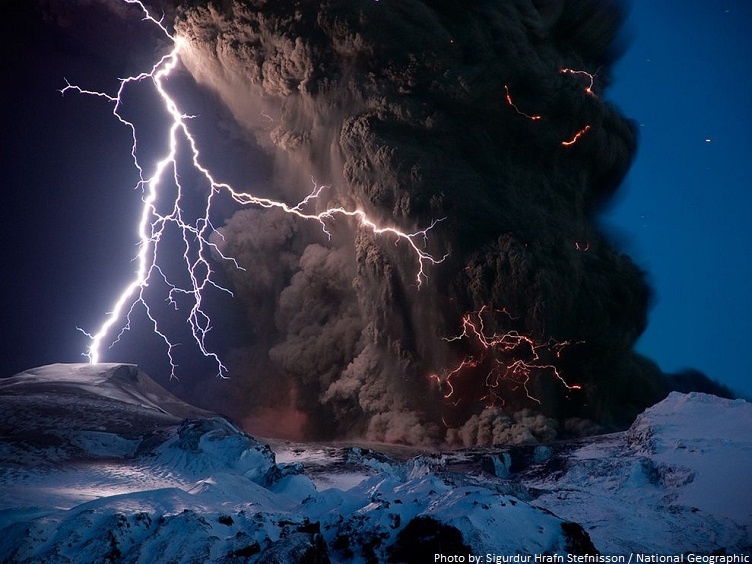 volcanic eruption lightning