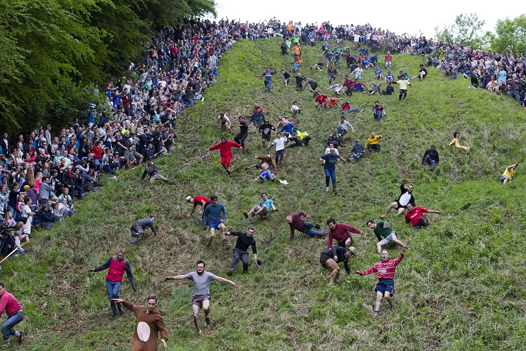cheese rolling competition in brockworth