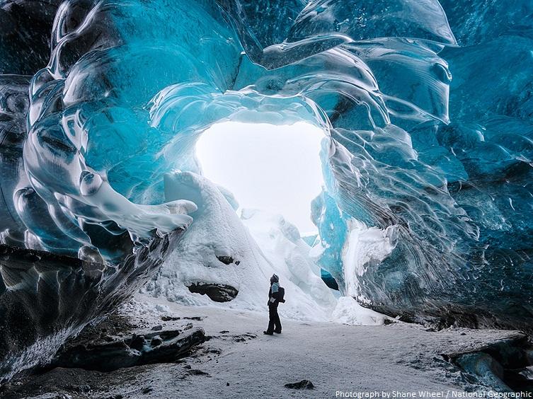 iceland glacier cave
