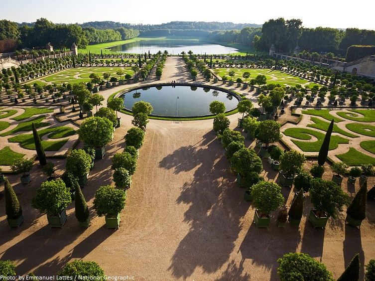 garden of the palace of versailles
