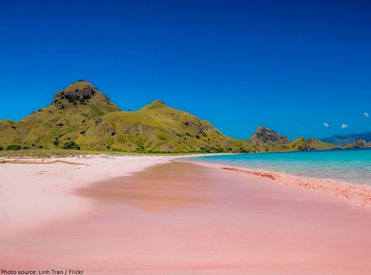 komodo island pink beach