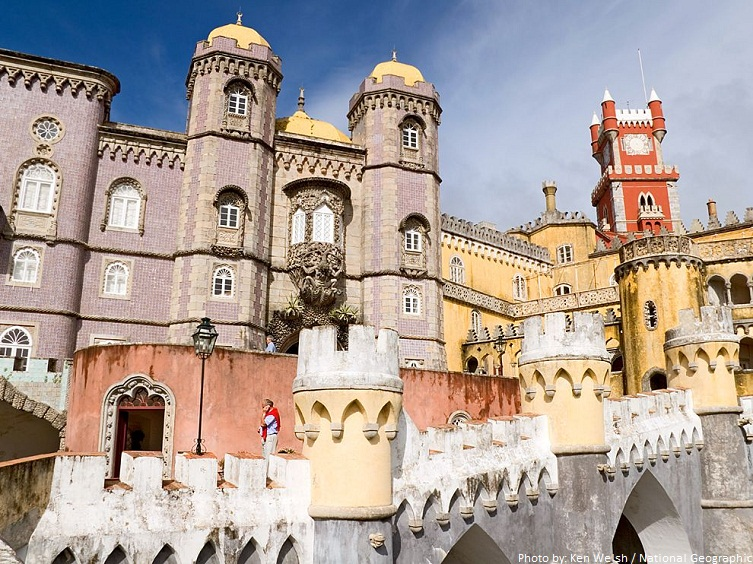 pena national palace walls