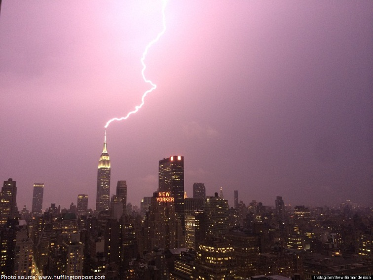 lightning hitting empire state building
