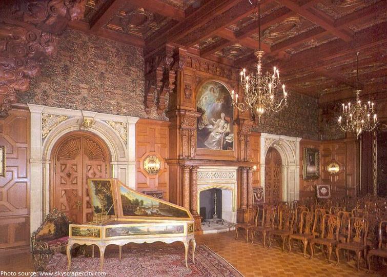 peles castle concert room