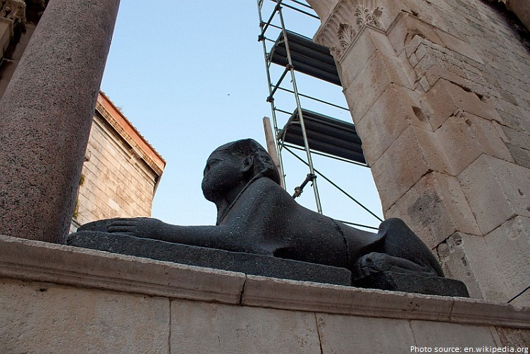 sphinx in split