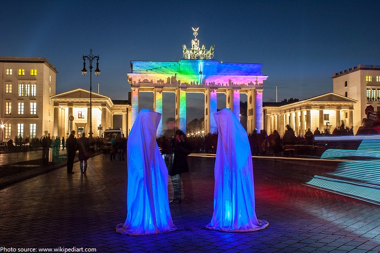 brandenburger gate light art