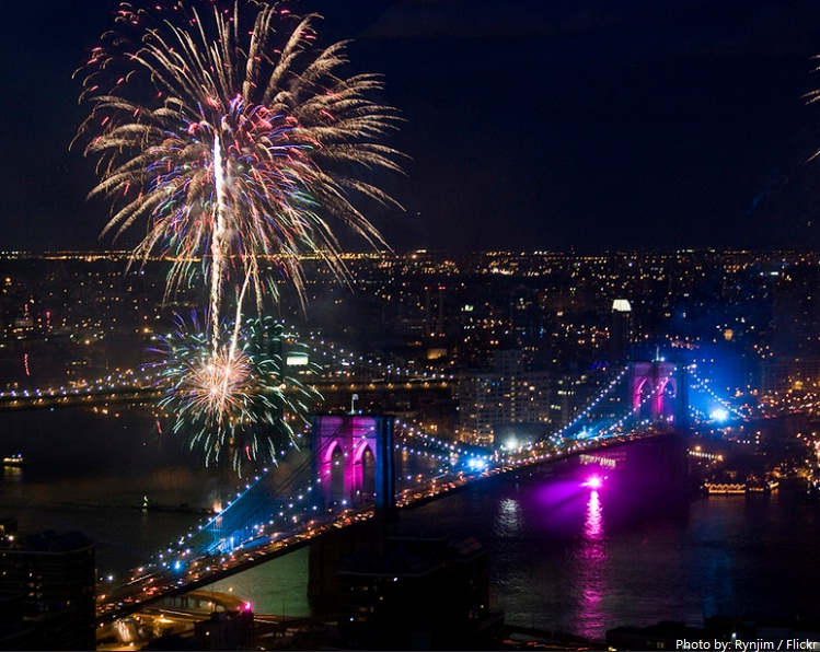 Ss fireworks on brooklyn bridge new years eve