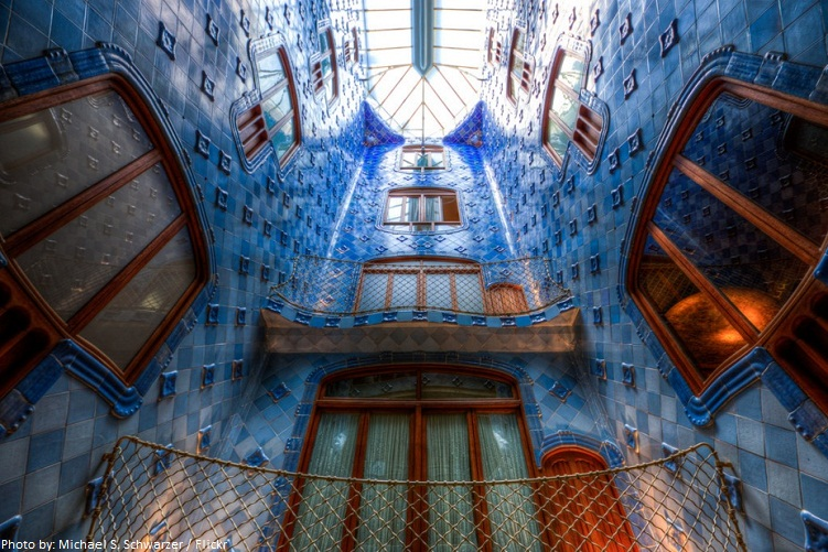 casa batllo light well
