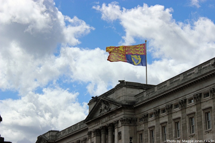 buckingham palace flag