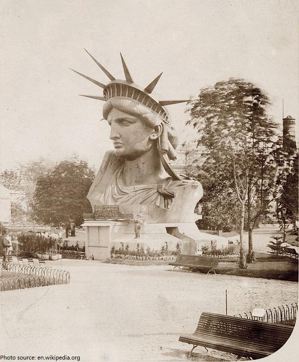 statue of liberty head paris