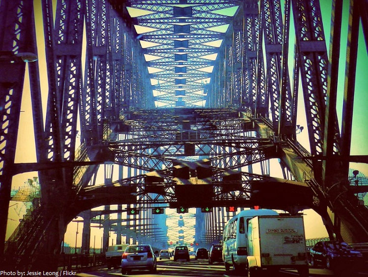 sydney harbour bridge cars