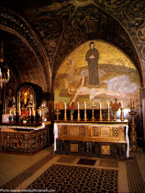 Church of the Holy Sepulchre Catholics altar