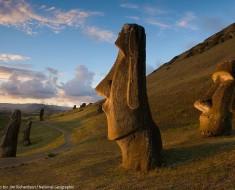 moai statues