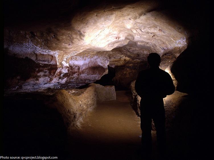 lascaux cave passage