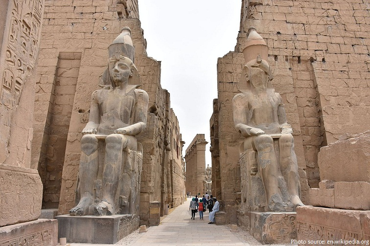 luxor temple statues of ramesses II