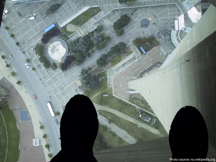 cn tower glass floor