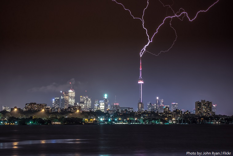cn tower struck by lightning