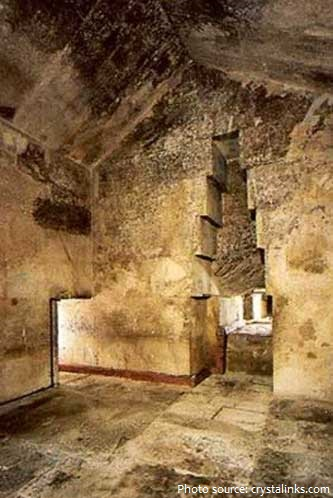 great pyramid of giza queens chamber