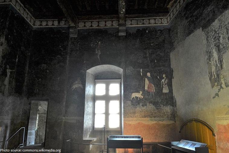 palais des papes chambre du cerf