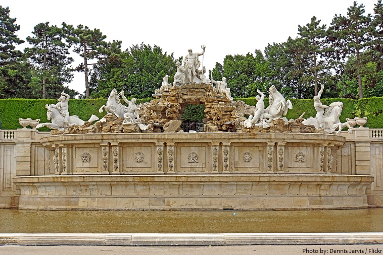 schönbrunn palace neptune fountain