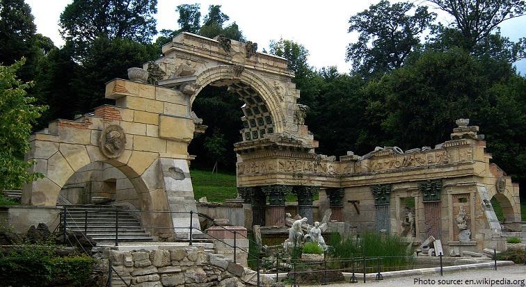schönbrunn palace roman ruins