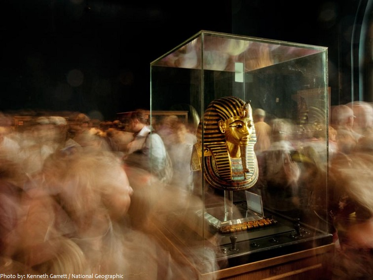 golden mask of the pharaoh tutankhamun