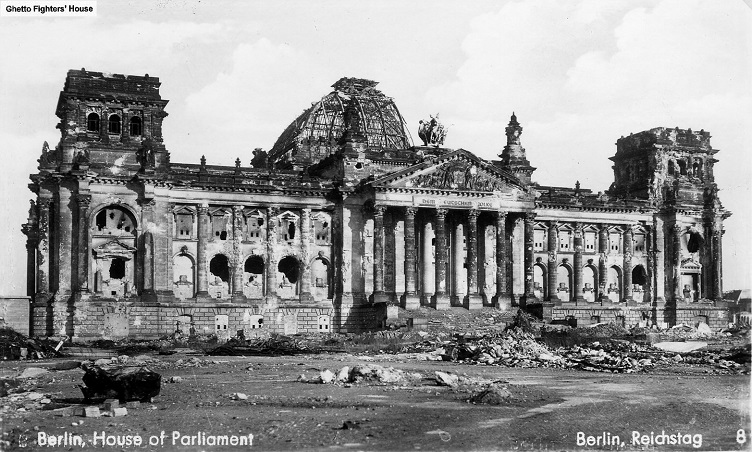 reichstag building after ww2