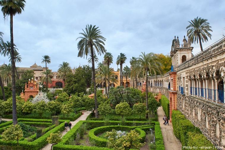 alcázar of seville garden