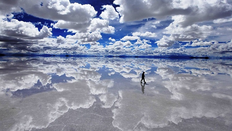 salar de uyuni reflection