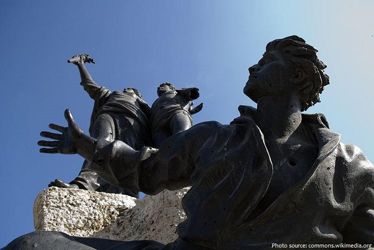 martyrs square statue